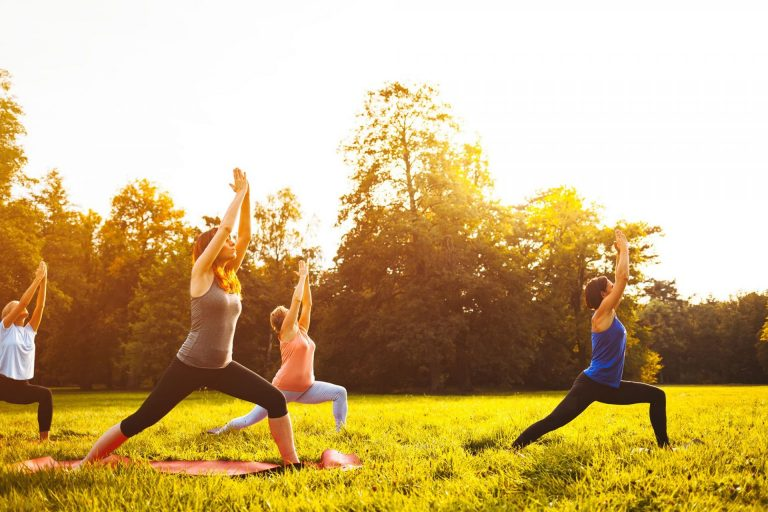 yoga-in-achtertuin-CoachAnna